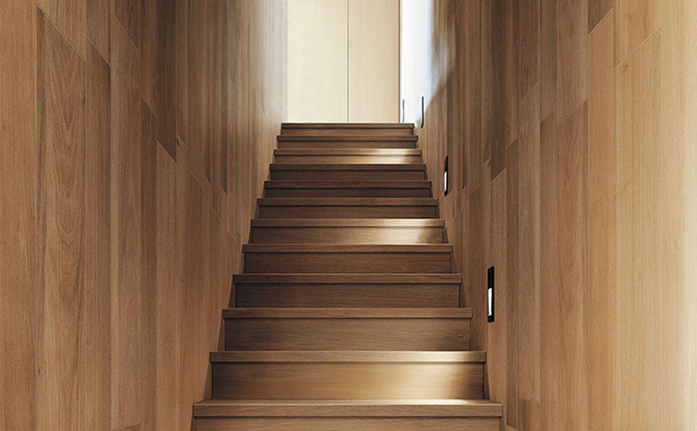 Rivestimenti Scale Interne Gres Porcellanato nuances: pavimento in gres effetto legno | fap